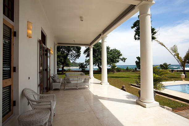 luxury villa - veranda decke stock-fotos und bilder