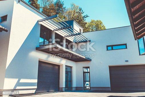 Formal Garden, Wood - Material, Flooring, Modern house, building exterior, outdoors, modern home