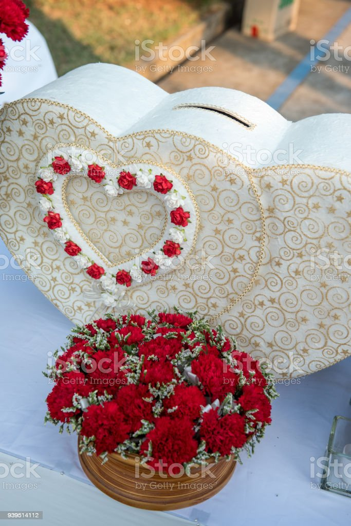 Luxury Wedding Gift Box With Roses Greeting For Bride And Groom