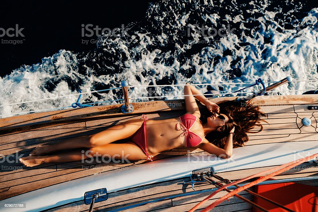 luxury woman yachting in sea top view – Foto