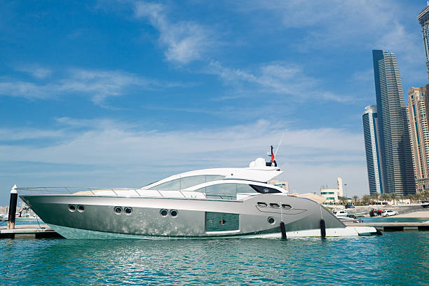 Luxus-Yacht in Dubai Marina – Foto