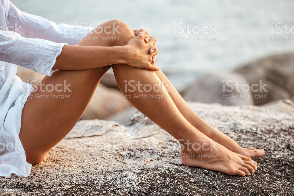 Luxury young woman legs with plumeria flower​​​ foto