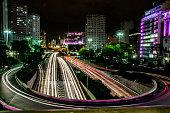 Paisagem urbana da cidade a noite