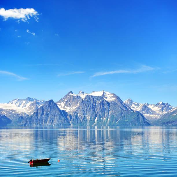 Lyngen fiorde, Noruega - foto de acervo
