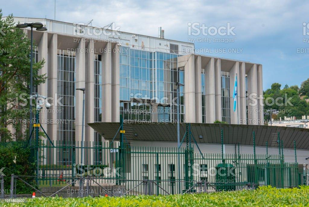 リヨン フランス2018 年 8 月 1 日 国際刑事警察機構本社事務所建物の ...