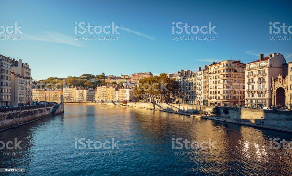 Lyon Altstadt gesehen von der Brücke über die Saône. – Foto