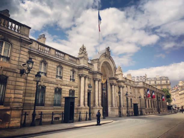 Élysée-Palast mit Polizei um Paris, Frankreich – Foto
