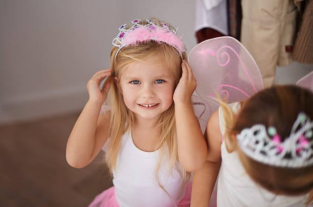 ich bin ein märchen prinzessin - prinzessin tiara stock-fotos und bilder