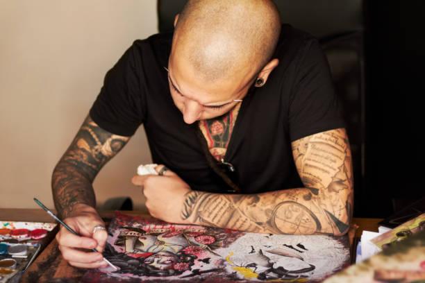 ich bin ein wahrer künstler - tribal tattoos stock-fotos und bilder