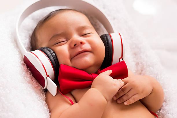 ich bin glücklich, hören sie musik - motivationsmusik stock-fotos und bilder