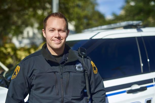 estoy teniendo un buen día en patrullaje - feliz dia del policia fotografías e imágenes de stock