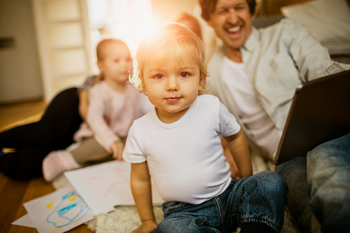 871175856 istock photo I'm having fun with my family! 506599884