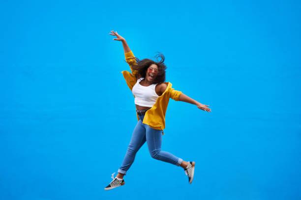 estou no topo do mundo! - lifestyle color background - fotografias e filmes do acervo