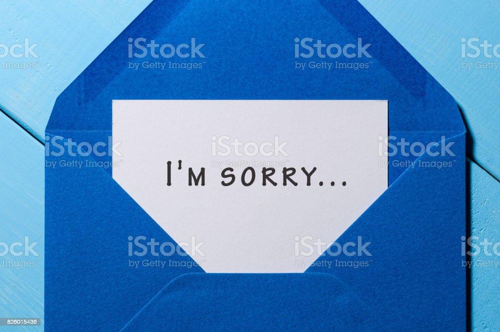 Estoy apesadumbrado - mensaje en azul envolvente - foto de stock