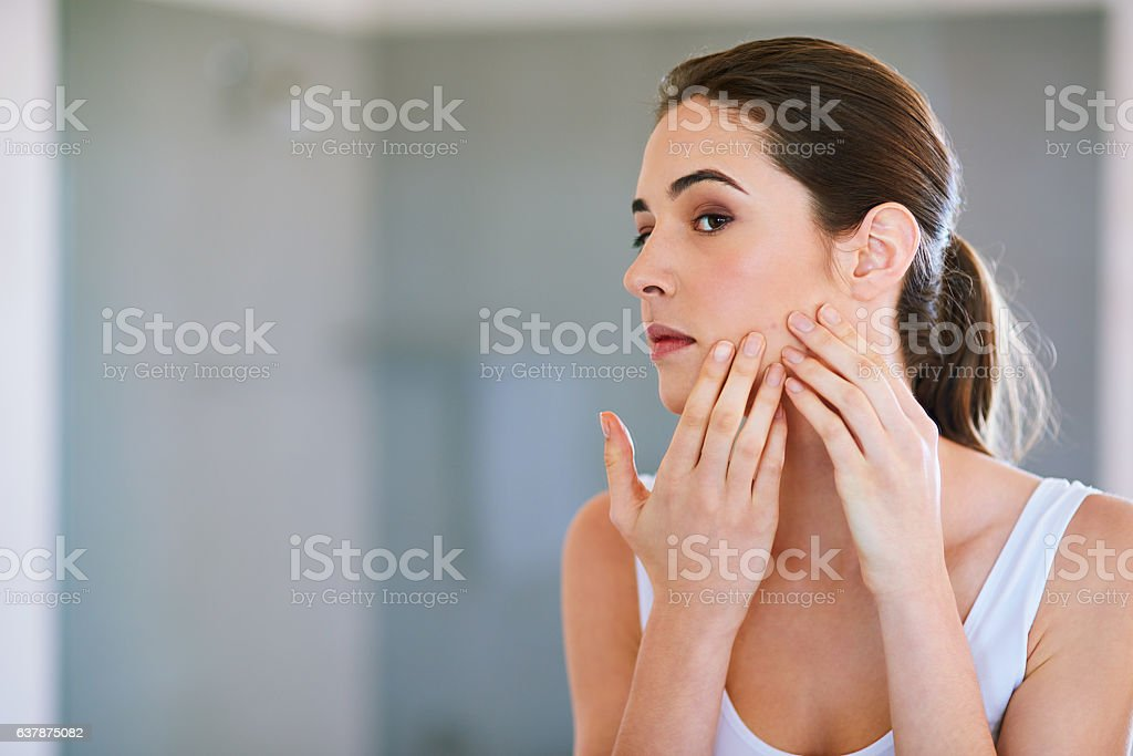 I'm sure this will go away if I pop it... - foto stock