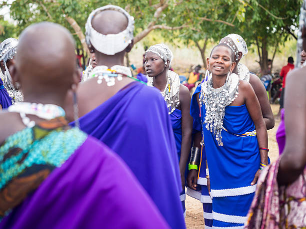 maasai en tanzanie - circoncision photos et images de collection