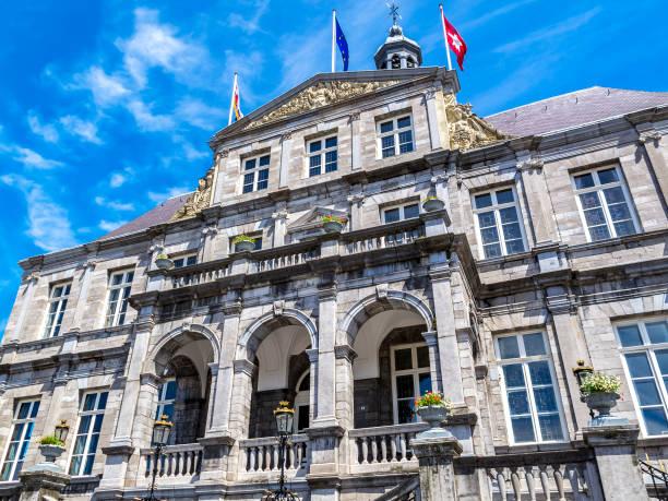 maastricht, nederland oude architectuur - maastricht stockfoto's en -beelden