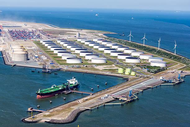 Maasvalkte Olie Terminal in Rotterdam foto