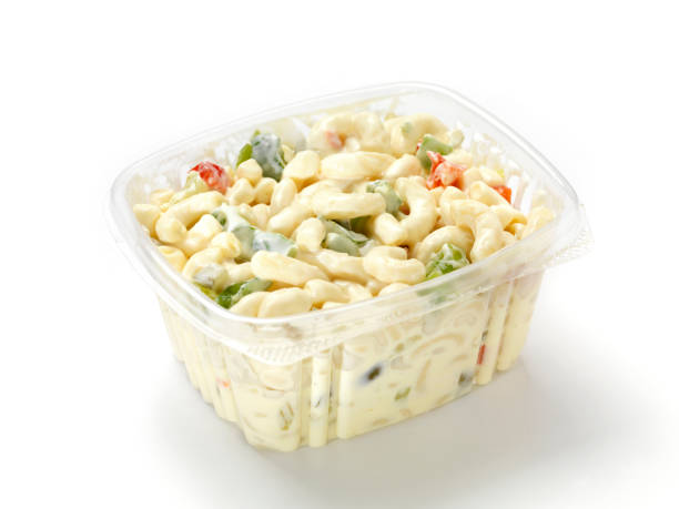 makkaroni-salat - pasta deli stock-fotos und bilder