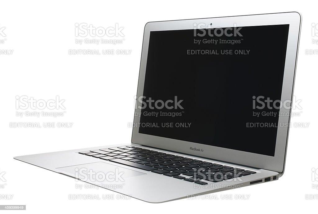 MacBook Air con una pantalla en blanco - foto de stock