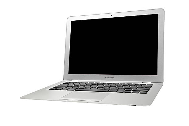 MacBook Air con una pantalla en blanco - foto de stock