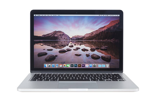 macbook pro retina with yosemite 5 on the screen - 2015 stok fotoğraflar ve resimler