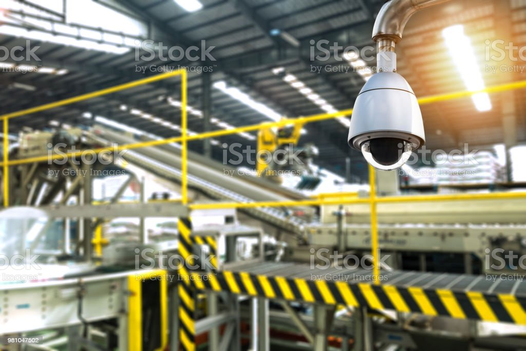 Machine Learning analytics identify person technology , Artificial intelligence concept. Cctv , security camera and Software ui analytics behavior and face recognition people in smart factory. - fotografia de stock