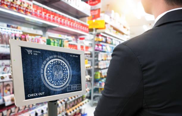 Maschinelle Lernsystemtechnik, genaue Gesichtserkennung biometrische Technologie und künstliche Intelligenz Konzept. Kunden checken Sie mit Gesichtserkennung, um das Produkt im Einzelhandel zu kaufen. – Foto