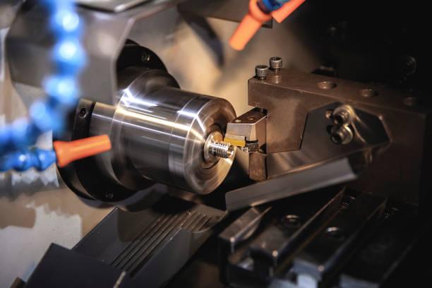 cnc-bewerking, industriële productie - cnc machine stockfoto's en -beelden