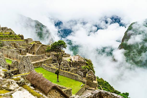 Machu Picchu und den Wolken – Foto