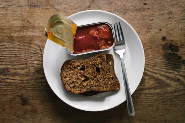 mackerel in tomatosauce for breakfast with toast bread - slow food foto e immagini stock