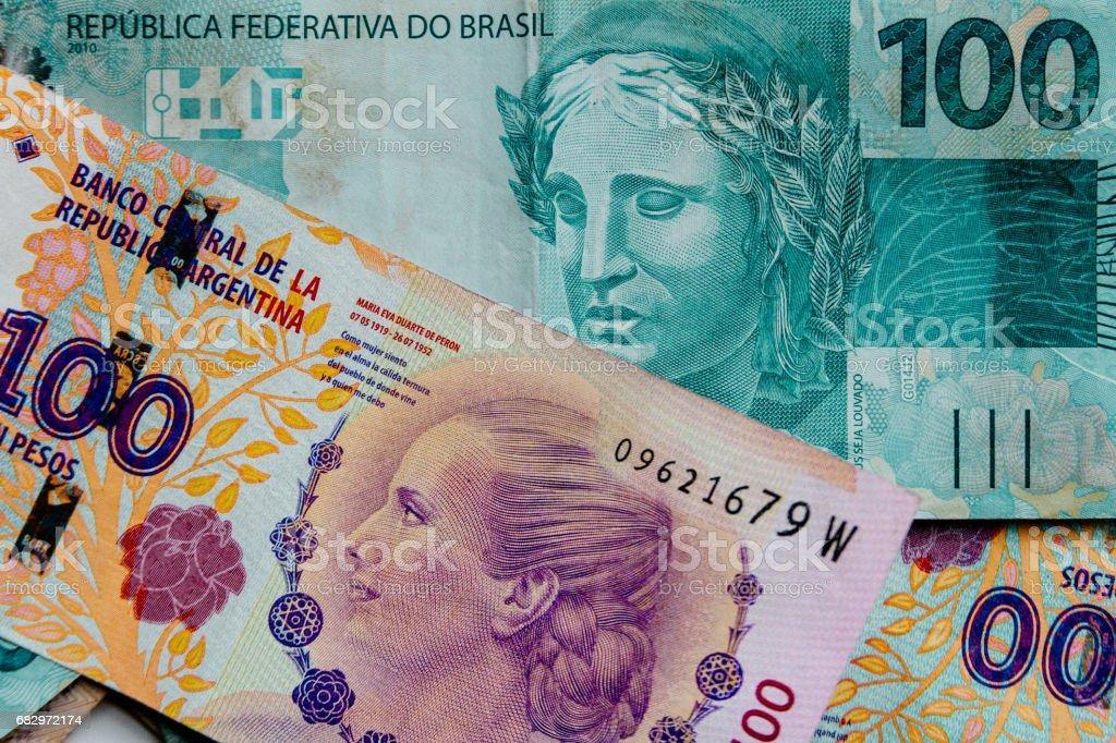 Primer plano macro de billetes de Argentina pesos en reales foto de stock libre de derechos
