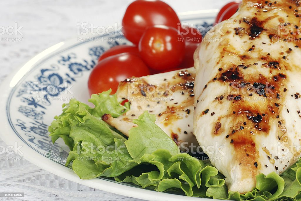 macro grilled chicken with lettuce and tomatoes royalty-free stock photo