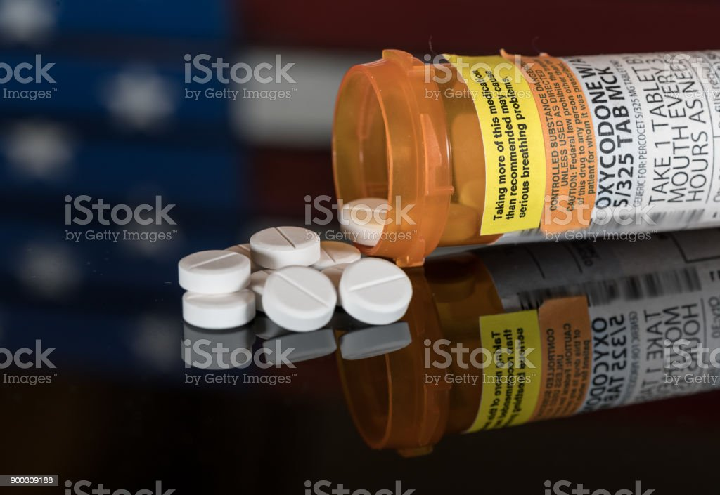 Macro of oxycodone opioid tablets - foto stock