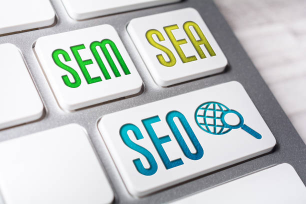 macro of the words seo, sem and sea on three keyboard buttons - micrografia elettronica a scansione foto e immagini stock