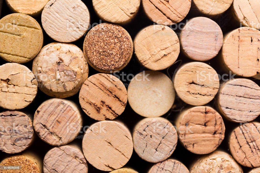 Frais généraux macro bouchent de collection de nombreux bouchons de vin dans une rangée - Photo