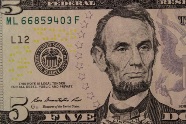 makroaufnahme der fünf-dollar-banknote - lincoln united stock-fotos und bilder