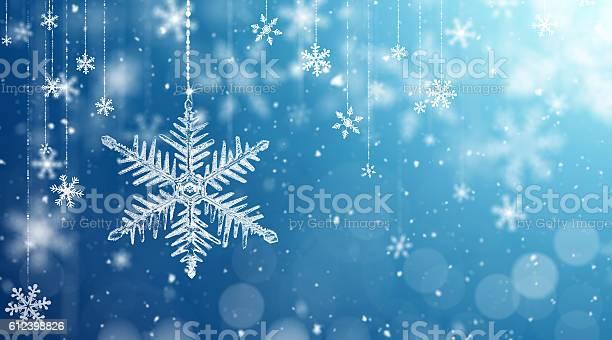 Macro snowflake and fallen defocused snowflakes picture id612398826?b=1&k=6&m=612398826&s=612x612&h=ylloxexjomizmhu3dasxlmr 0ywfd5ufvg4lhltwici=