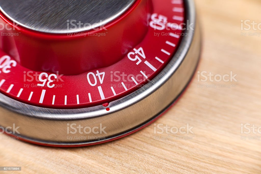 Macro view of a red kitchen timer showing 40 minutes photo libre de droits