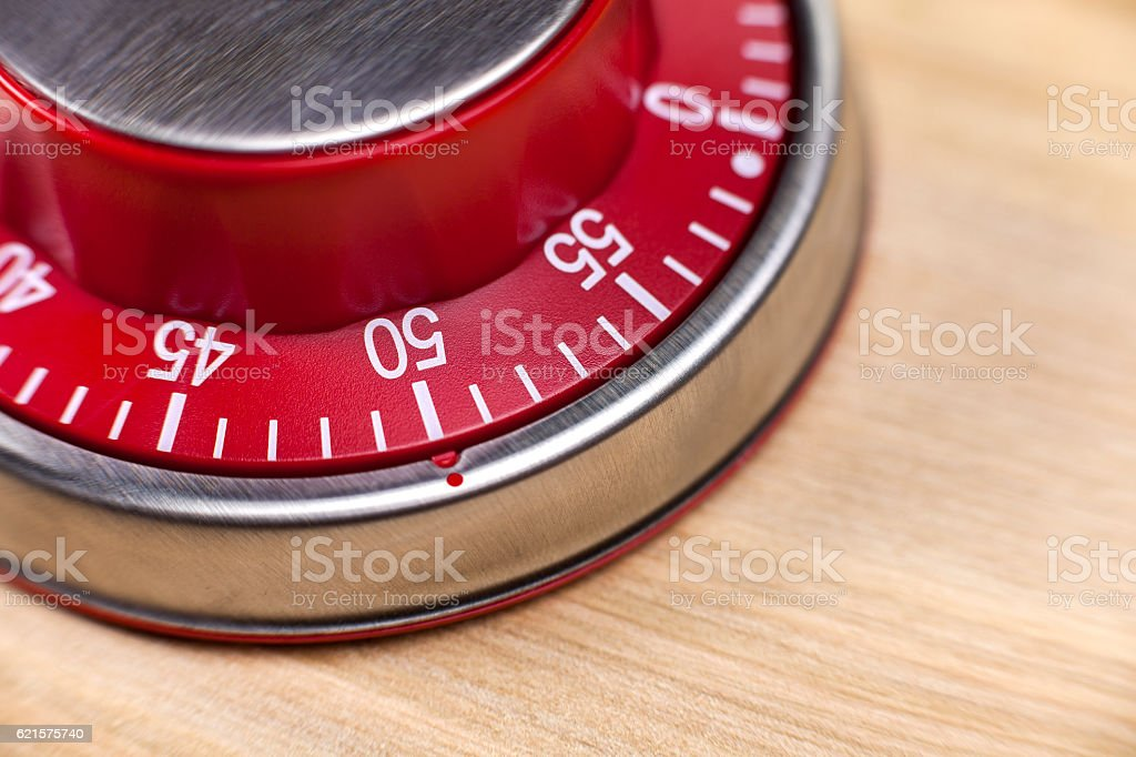 Macro view of a red kitchen timer showing 50 minutes photo libre de droits