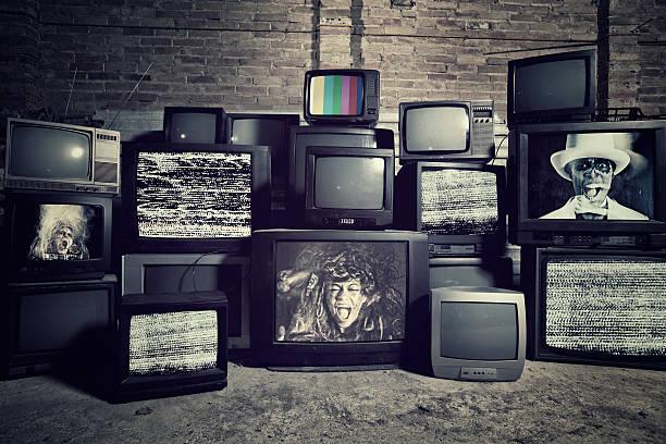 mad sulla tv - industria televisiva foto e immagini stock