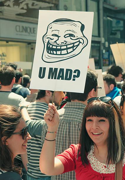 u mad? - anonymous red activista fotografías e imágenes de stock