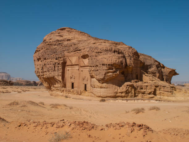 madain saleh, archaeological site with nabatean tombs in saudi arabia (ksa) - unesco foto e immagini stock