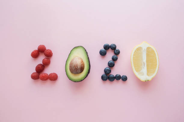 2020 aus gesundem Essen auf rosa Pastell Hintergrund, Healhty Neujahr Auflösung Diät und Lebensstil – Foto