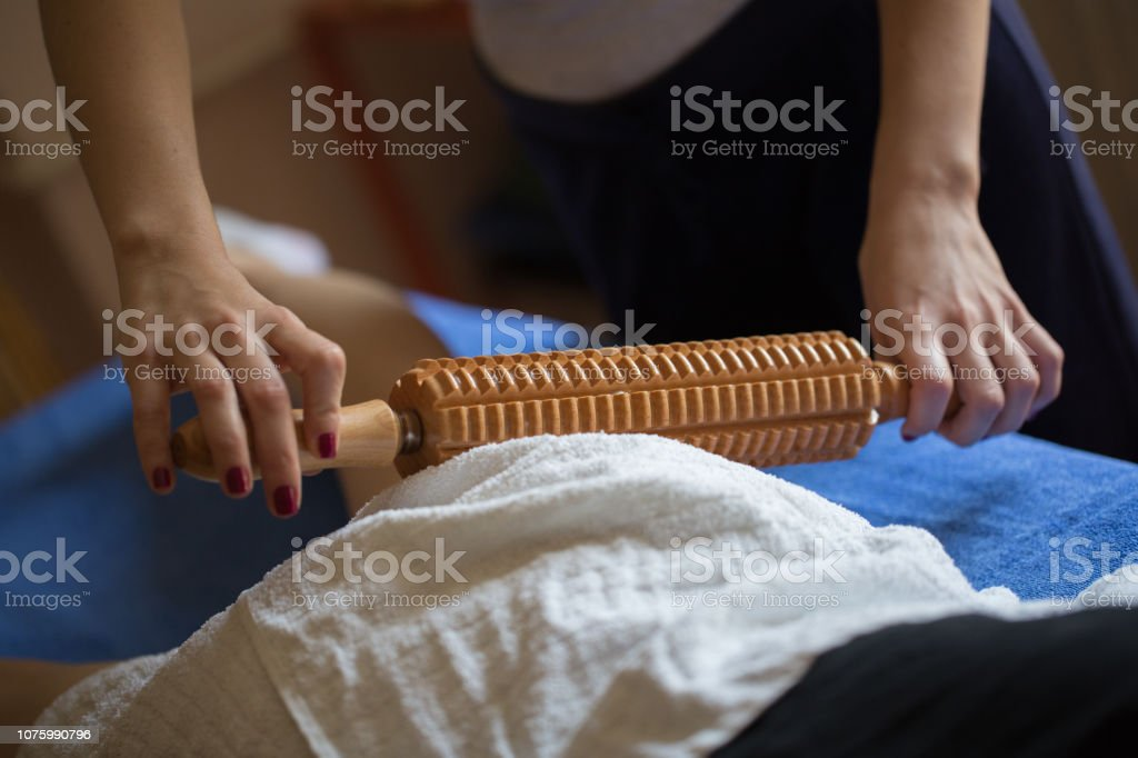 Maderotherapy anticellulite massage - foto stock
