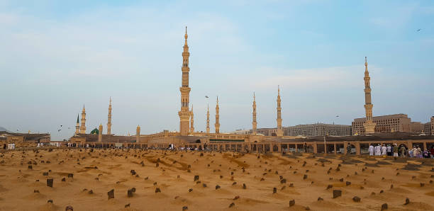 Madinah, Saudi Arabia March 2018, Muslims at Prophet Muhammad's mosque square in Madinah Al-Munawarrah. The mosque is one of the holiest places for muslims. Madinah, Saudi Arabia March 2018, Muslims at Prophet Muhammad's mosque square in Madinah Al-Munawarrah. The mosque is one of the holiest places for muslims. umrah stock pictures, royalty-free photos & images