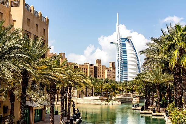 madinat jumeirah in dubai - jumeirah stock-fotos und bilder