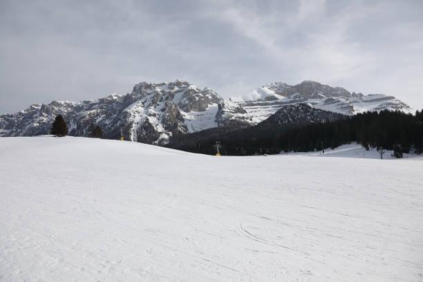madonna di campiglio mountain - gigifoto foto e immagini stock