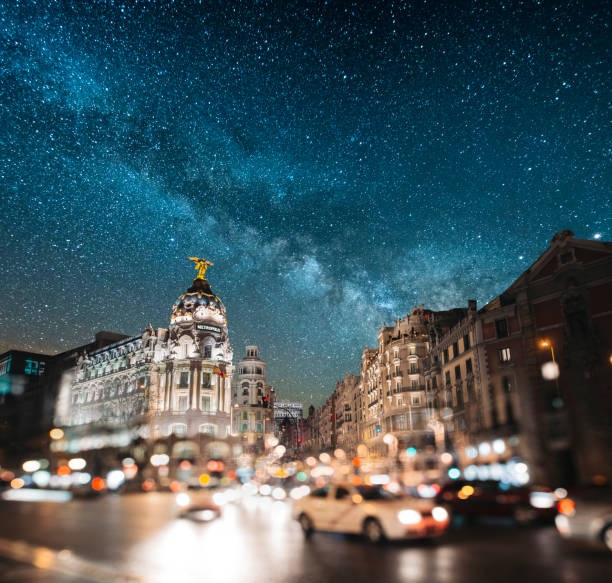 マドリードのグラン ヴィア - 夜 - マドリード グランヴィア通り ストックフォトと画像