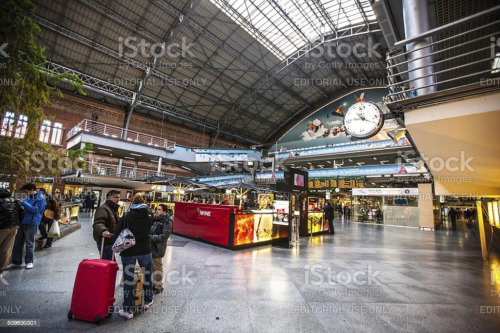 Madrid la estación de tren Atocha - foto de stock